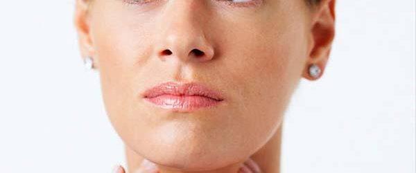 kvinde med klamydia i halsen