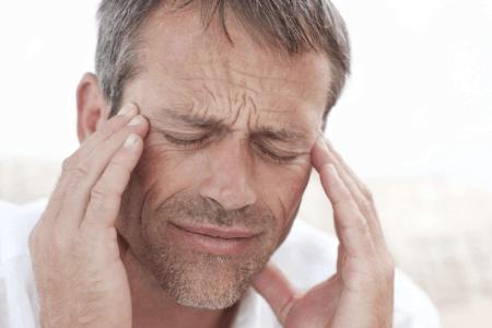 kraftig og voldsom hovedpine