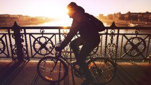 Hovedpine i baghovedet på grund af cykel